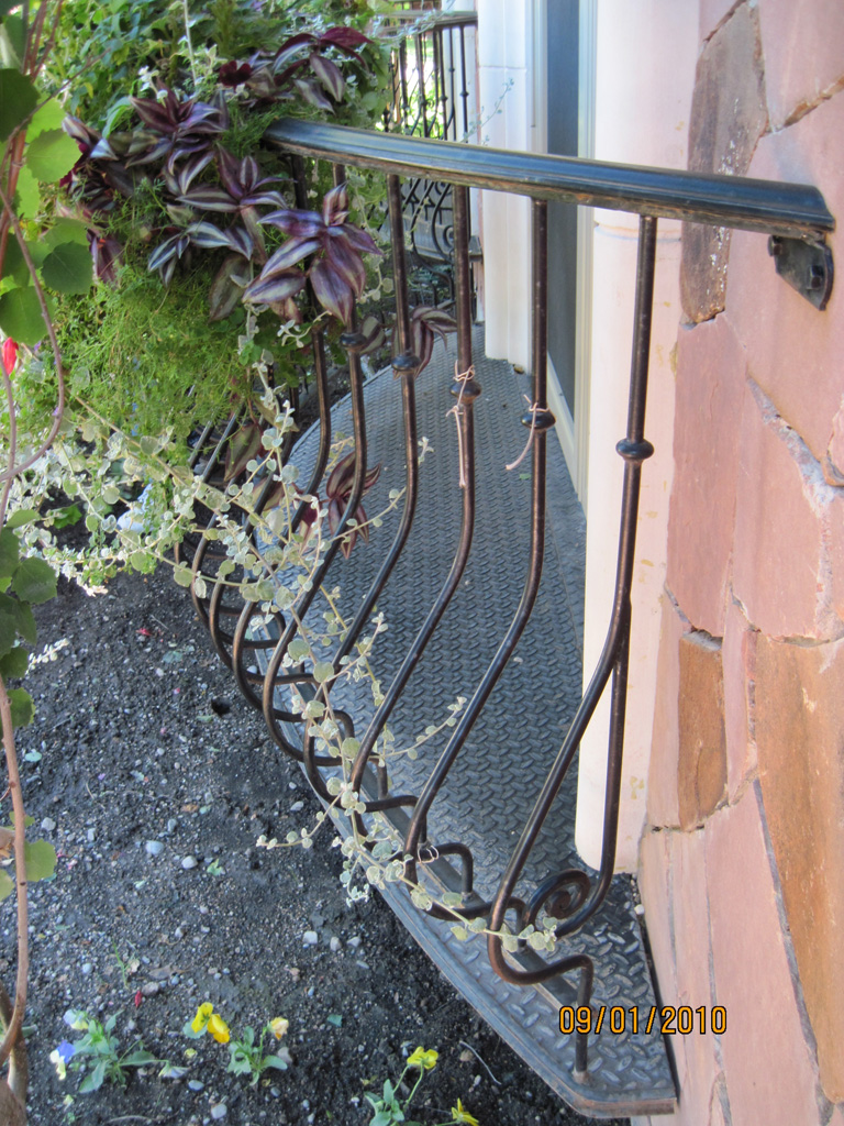 iron-anvil-railing-belly-rail-single-top-round-collars-29-0007-chandler-dr-3-3