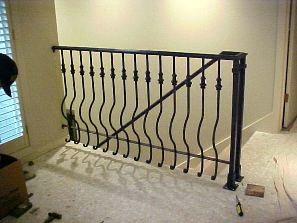 iron-anvil-railing-belly-rail-single-top-round-collars-doran-taylor-2
