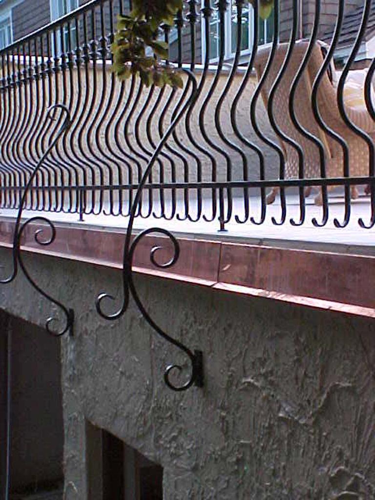 iron-anvil-railing-belly-rail-single-top-round-collars-doran-taylor-read-deck-1