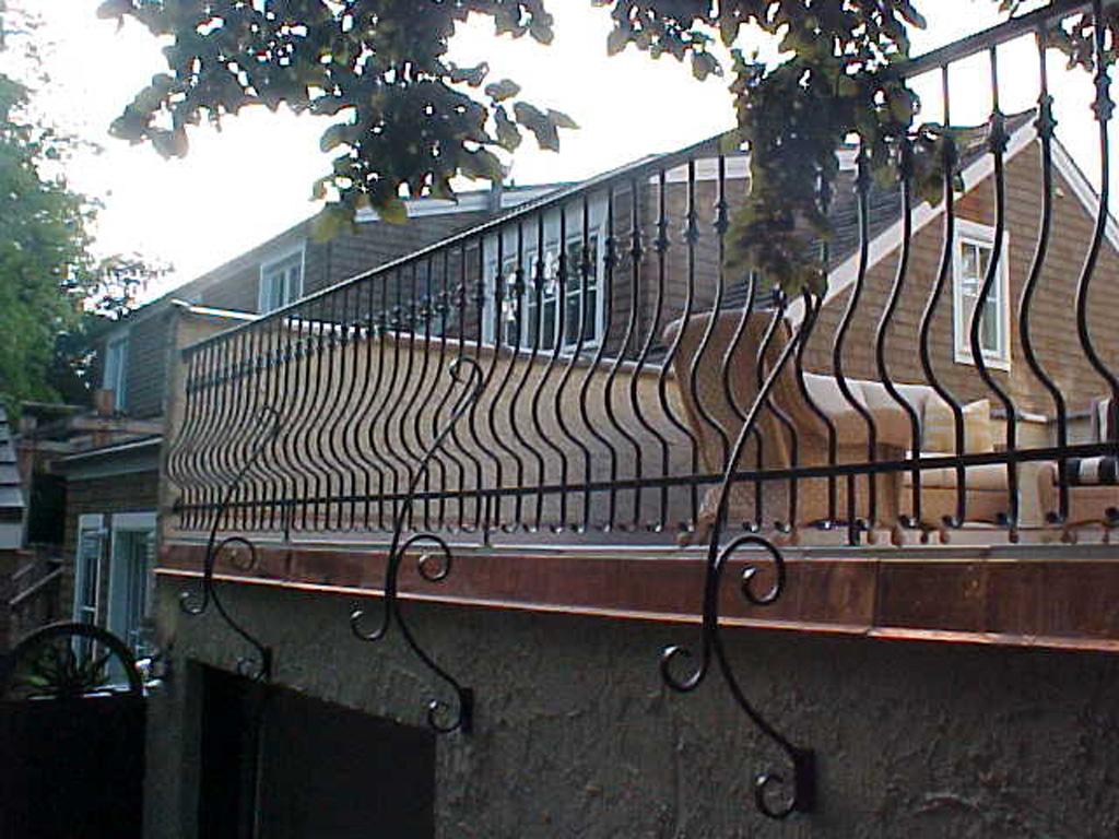 iron-anvil-railing-belly-rail-single-top-round-collars-doran-taylor-read-deck-4