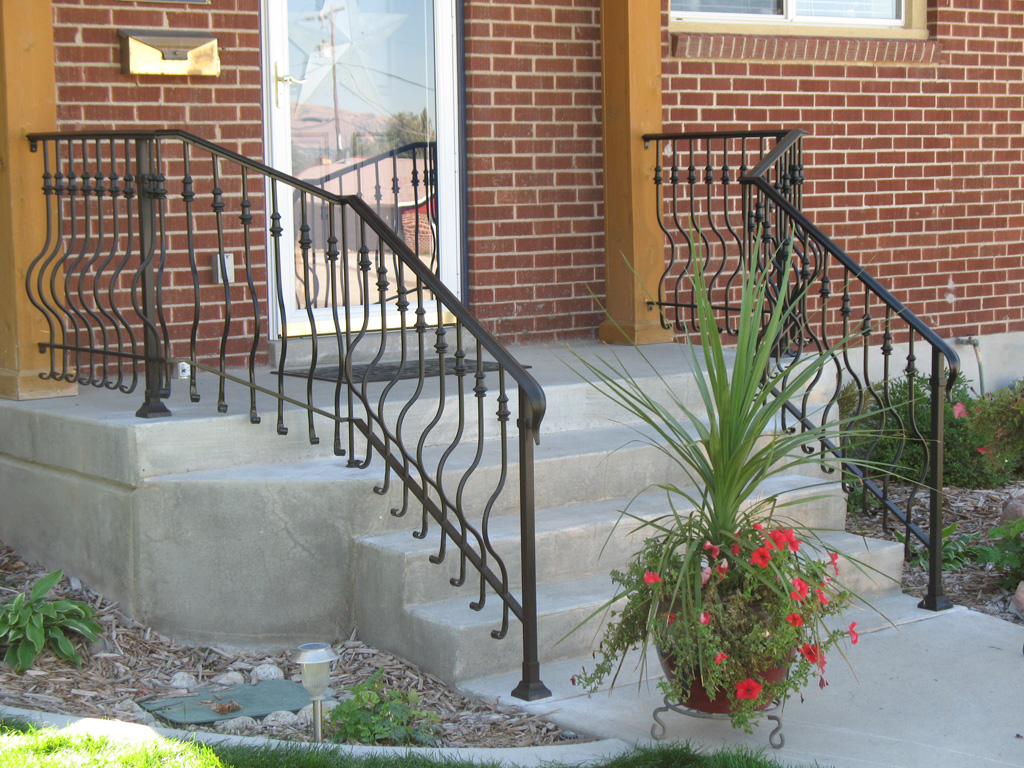 iron-anvil-railing-belly-rail-single-top-round-collars-on-elgin-30th-e-30th-s
