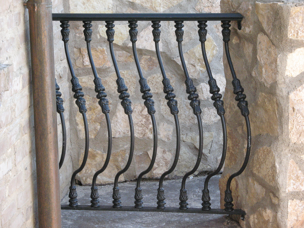 iron-anvil-railing-belly-rail-single-top-round-woolf-15
