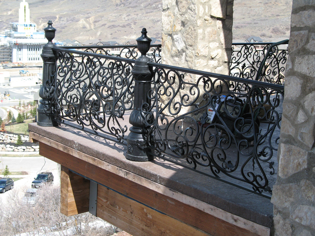 iron-anvil-railing-belly-rail-single-top-round-woolf-19