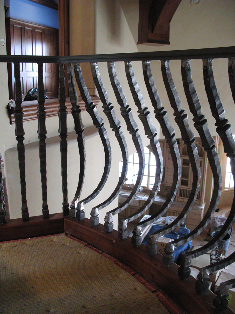 iron-anvil-railing-belly-rail-single-top-square-woolf-rail-by-others-1