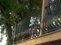 iron-anvil-railing-belly-rail-single-top-flat-bar-with-moulded-cap-2