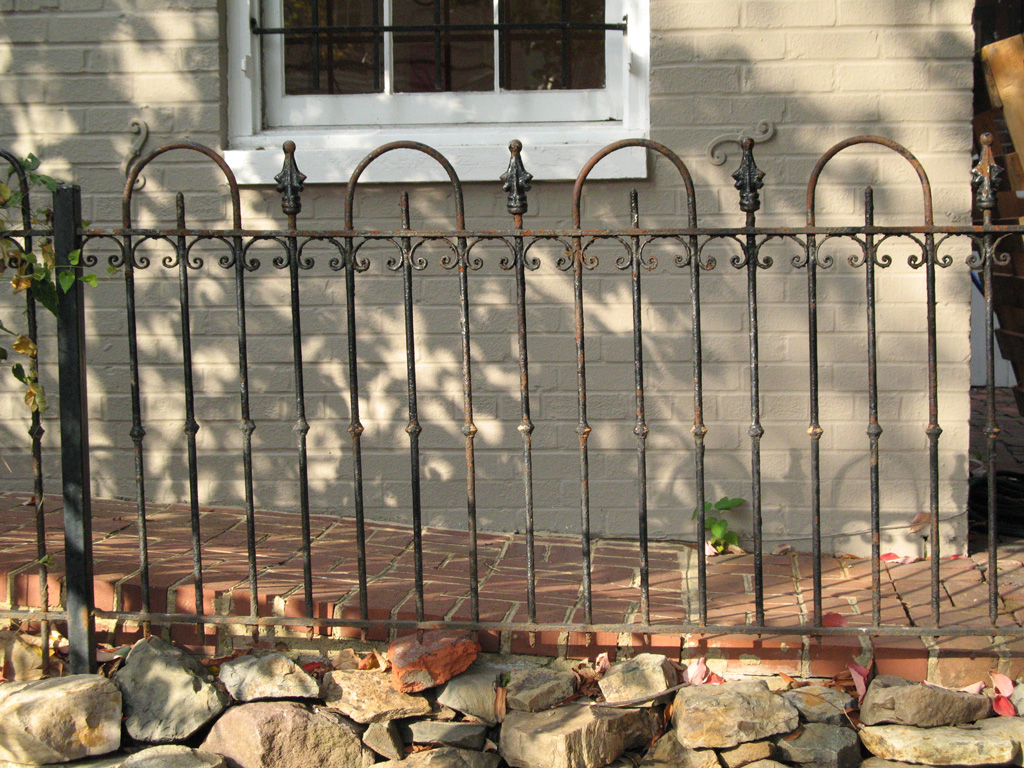 iron-anvil-railing-by-others-loop-fence-washington-dc-by-others