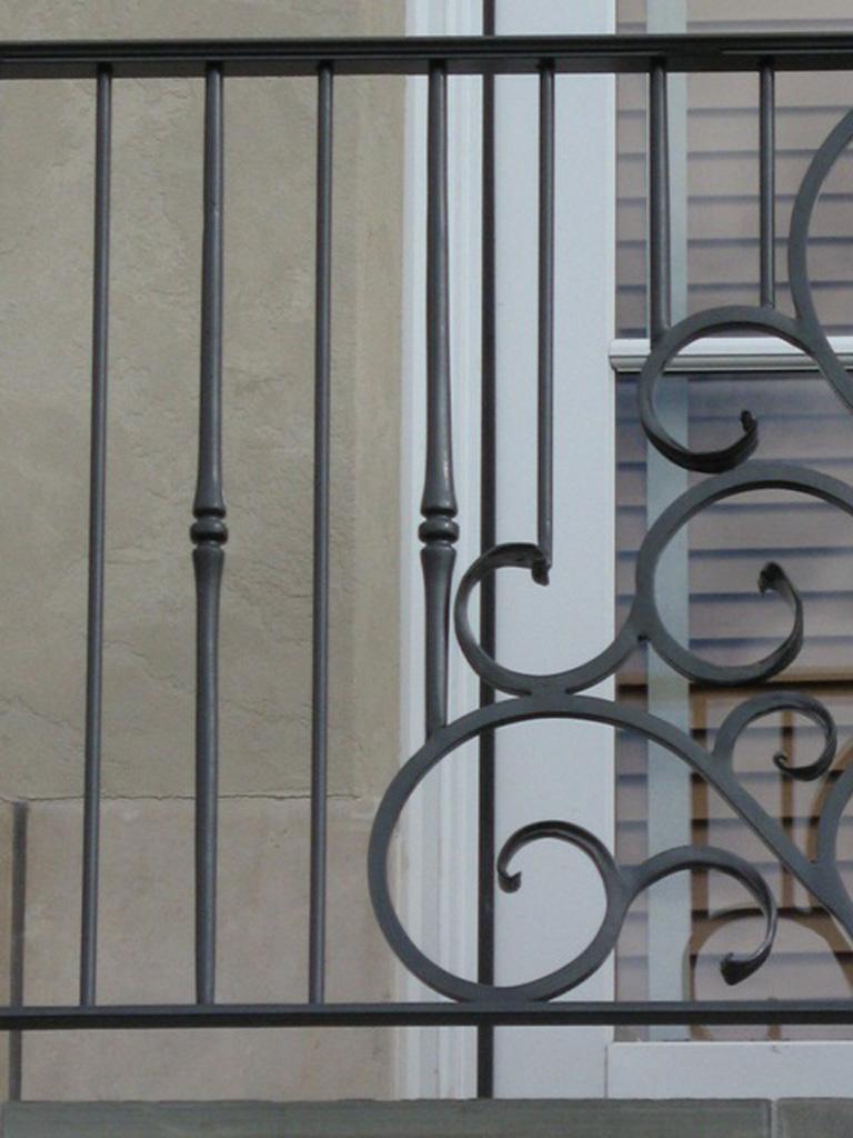 iron-anvil-railing-by-others-steve-johnson-aluminum-rail-2