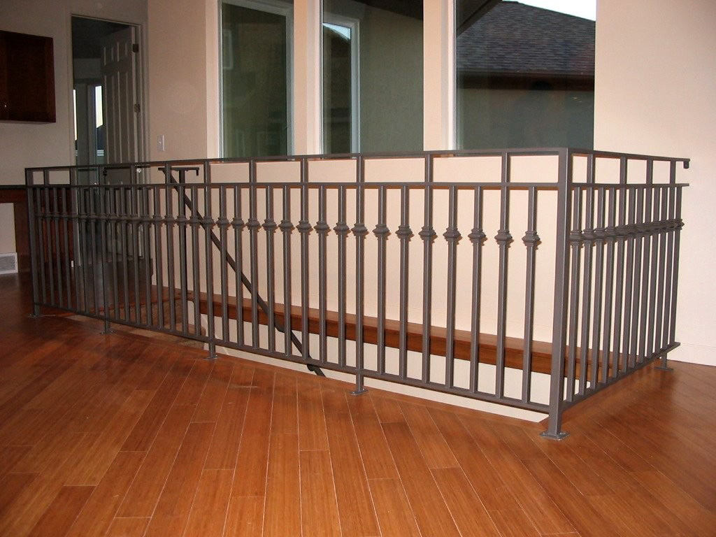 iron-anvil-railing-double-top-collars-10-1065-gold-medallion-all-pickets-with-collars-straight-stair-2
