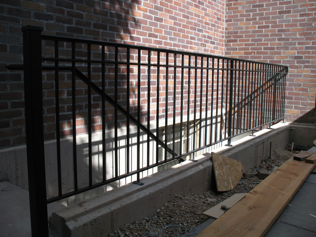 iron-anvil-railing-double-top-simple-harvard-yale-1