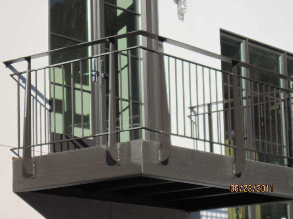 iron-anvil-railing-double-top-simple-ingerson-const-boshito-rail-8-8