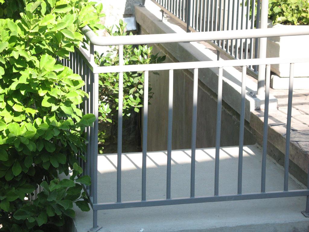 iron-anvil-railing-double-top-simple-watts-bonemart-3