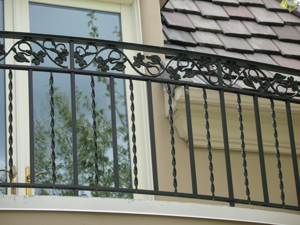 iron-anvil-railing-double-top-valance-casting-twist-chateau-on-the-green-3