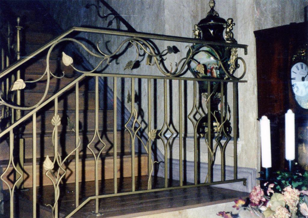 iron-anvil-railing-double-top-valance-vine-12-0099-c-3