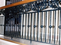 iron-anvil-railing-double-top-valance-casting-oak-classic-milkyhollow-10-4511-rail-interior-model-home-2-11