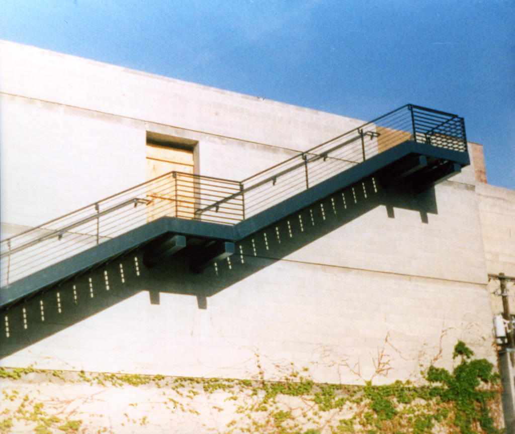 iron-anvil-railing-horizontal-flat-bar-131210-gastronomy-dmc-job-5876-5