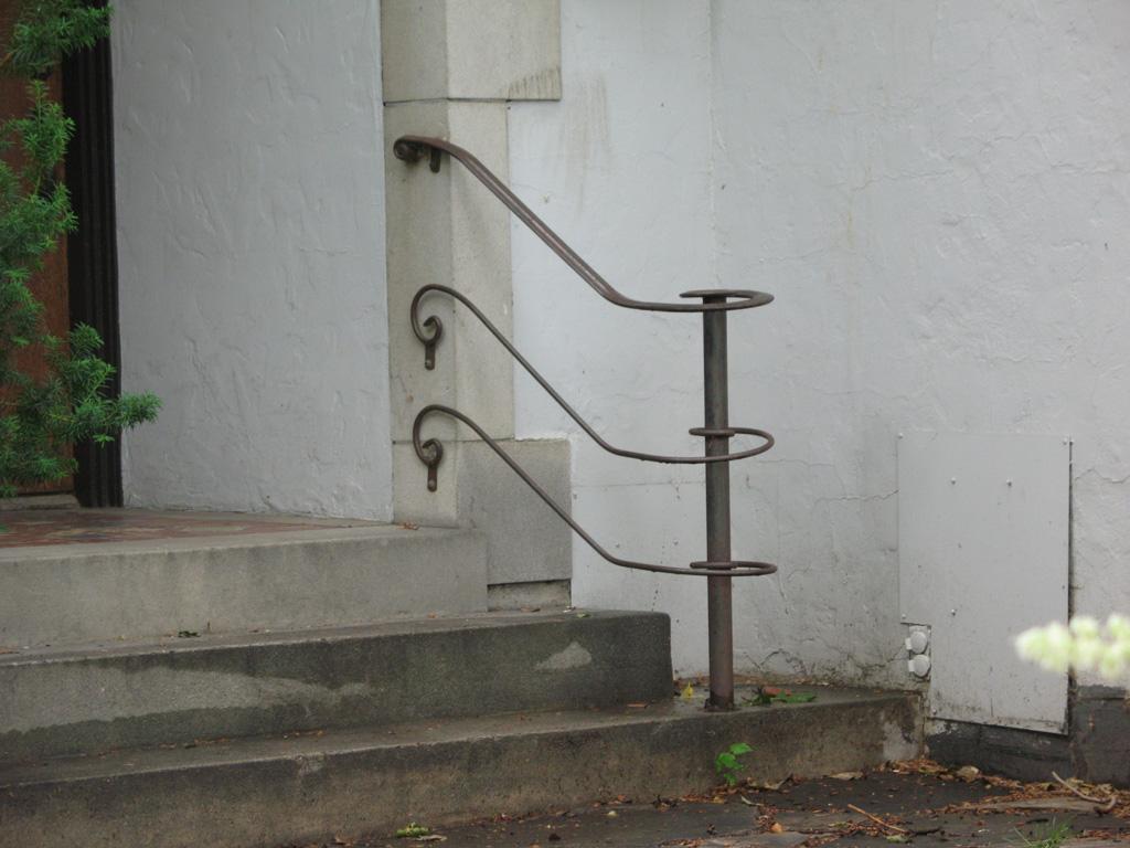iron-anvil-railing-horizontal-flat-bar-laterals-and-scroll-harvard