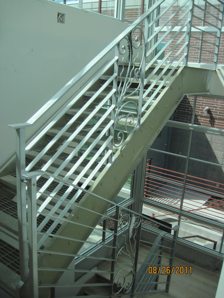 iron-anvil-railing-horizontal-flat-bar-steel-pattern-urban-h-street-unit-b-4