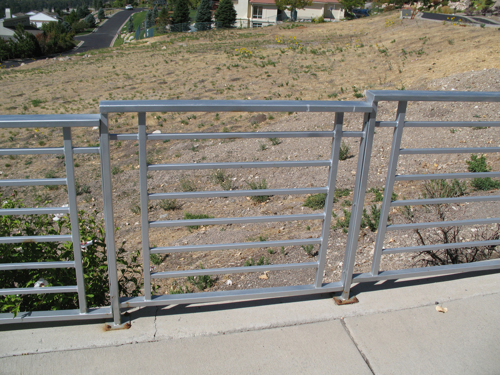 iron-anvil-railing-horizontal-pipe-by-others-near-the-u