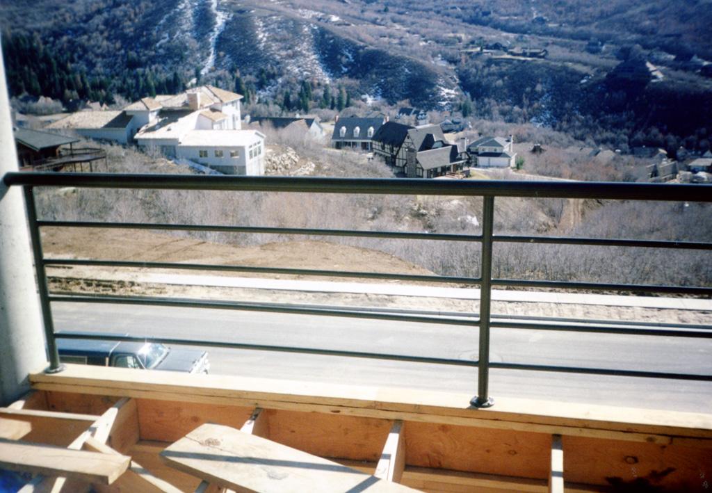 iron-anvil-railing-horizontal-pipe-xxxx09-immigration-canyon-2