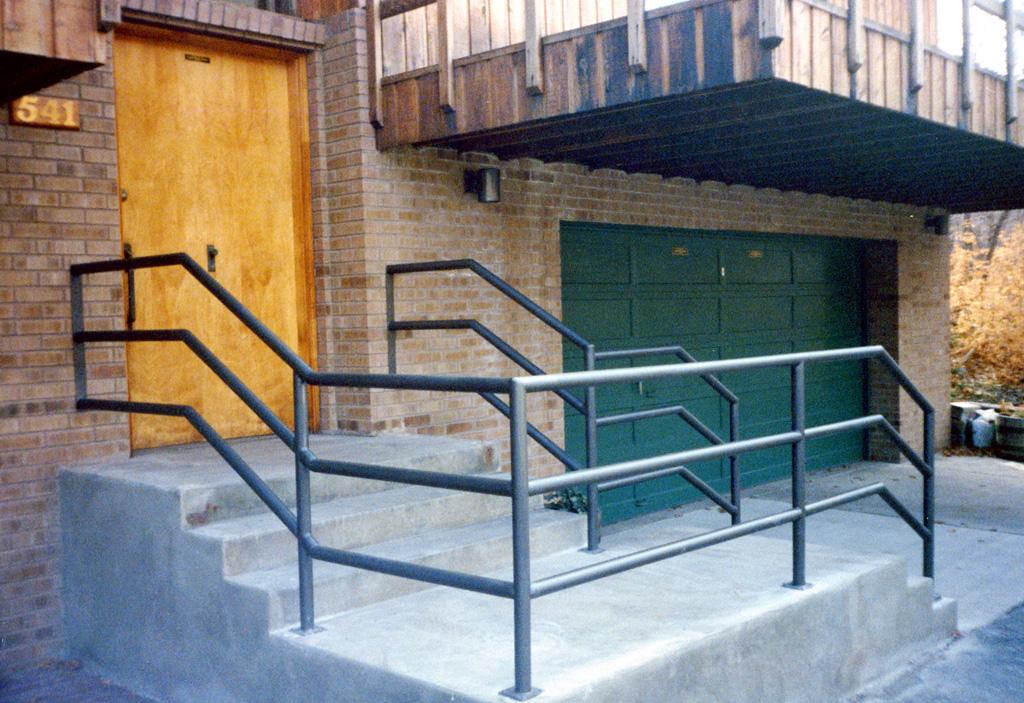 iron-anvil-railing-horizontal-pipe-xxxx20-5
