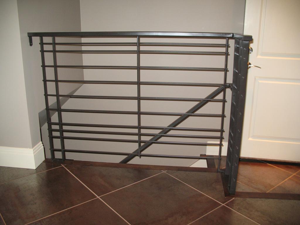 iron-anvil-railing-horizontal-round-bar-loucks-strip-rail-14241-evergreeen-area-2-2