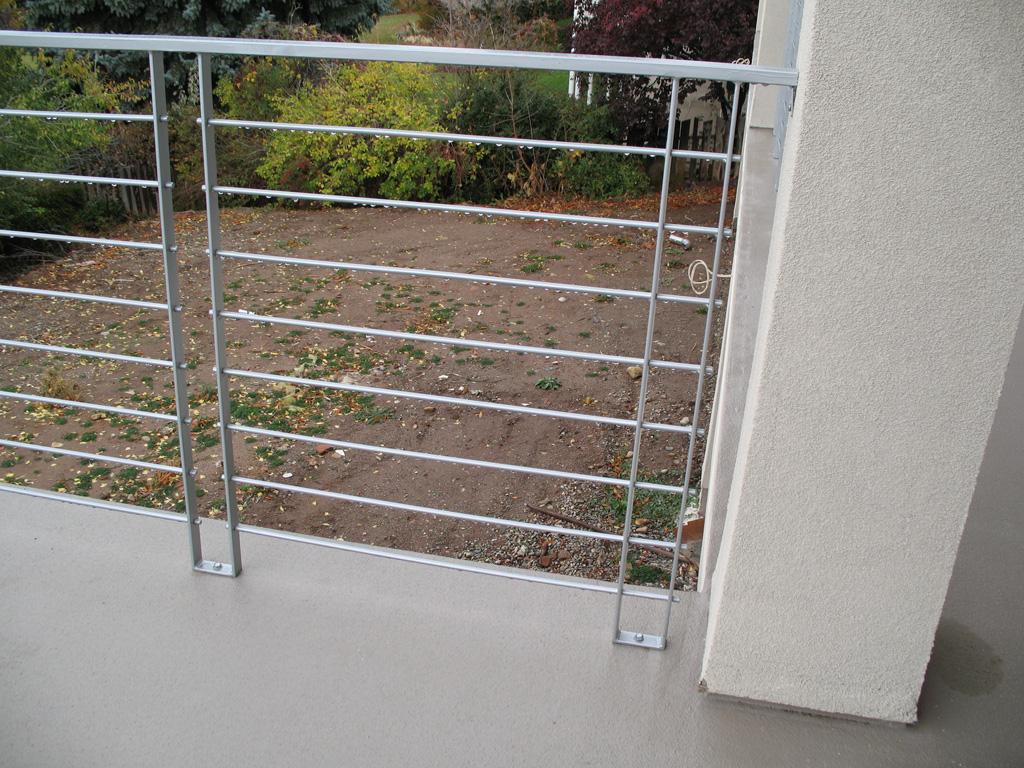 iron-anvil-railing-horizontal-round-bar-steve-johnson-bonneville-dr-1