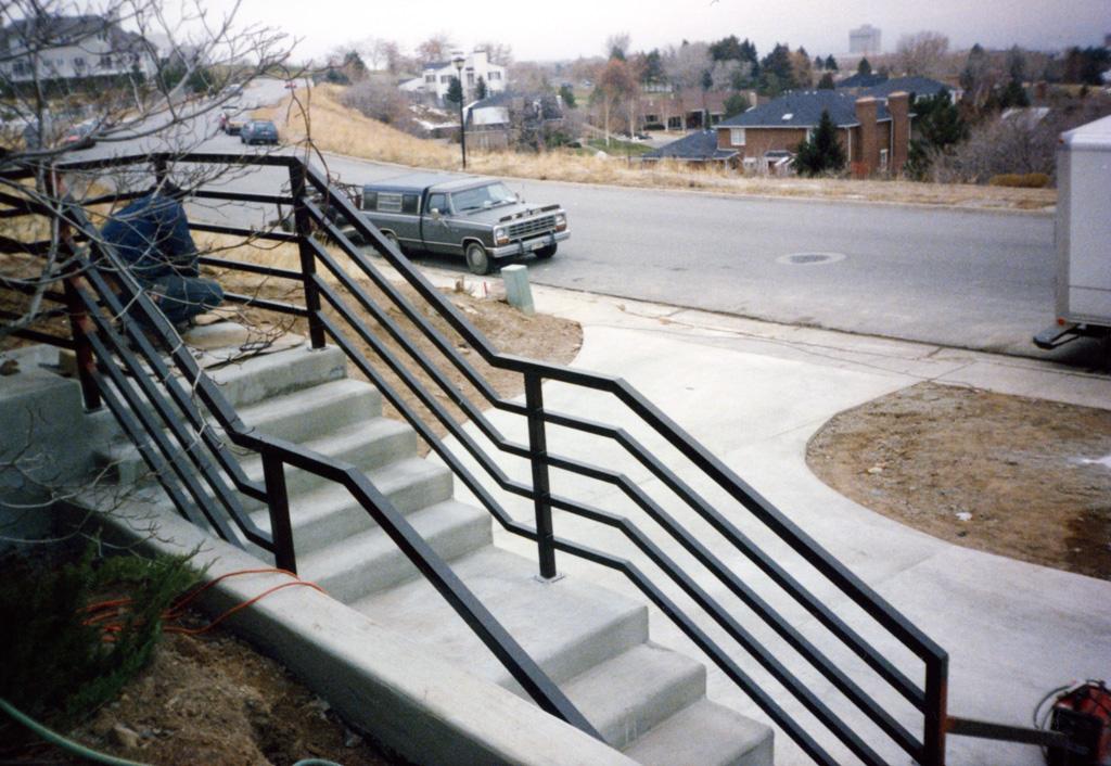 iron-anvil-railing-horizontal-square-tube-xxxx-21031-2