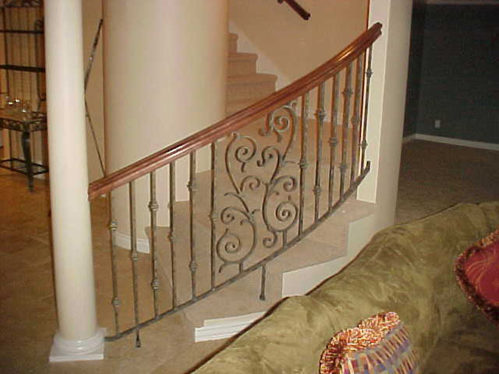iron-anvil-railing-scrolls-and-patterns-double-panels-castings-bishop-curved-rail-4