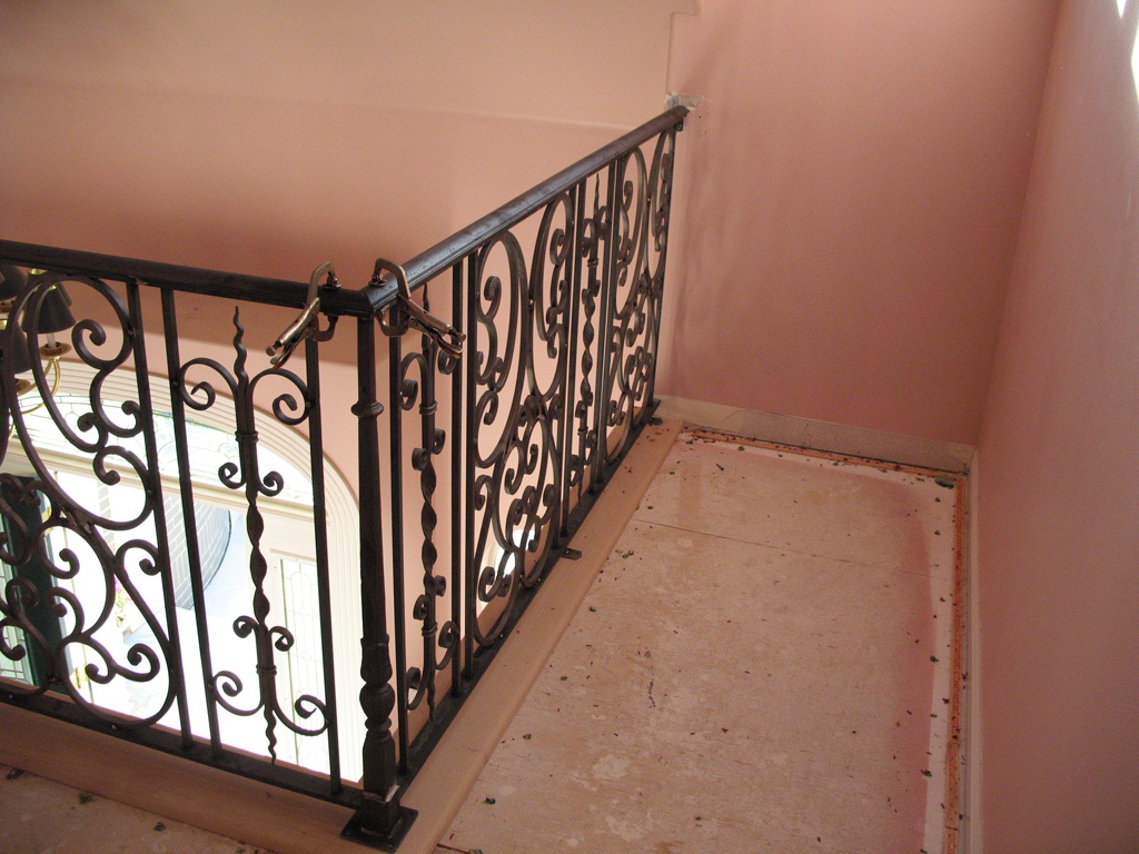 iron-anvil-railing-scrolls-and-patterns-double-panels-castings-hopkins-interior-highland-2