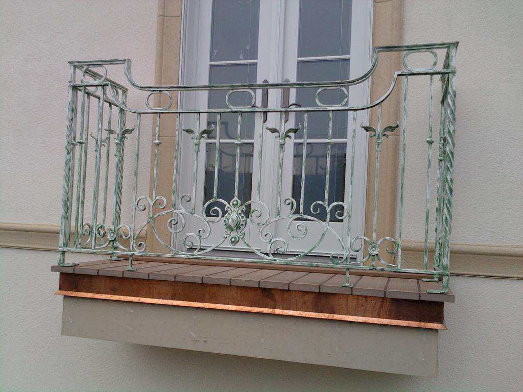 iron-anvil-railing-scrolls-and-patterns-european-circles-keller-balcony-1