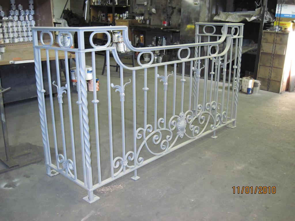 iron-anvil-railing-scrolls-and-patterns-european-circles-keller-balcony-2