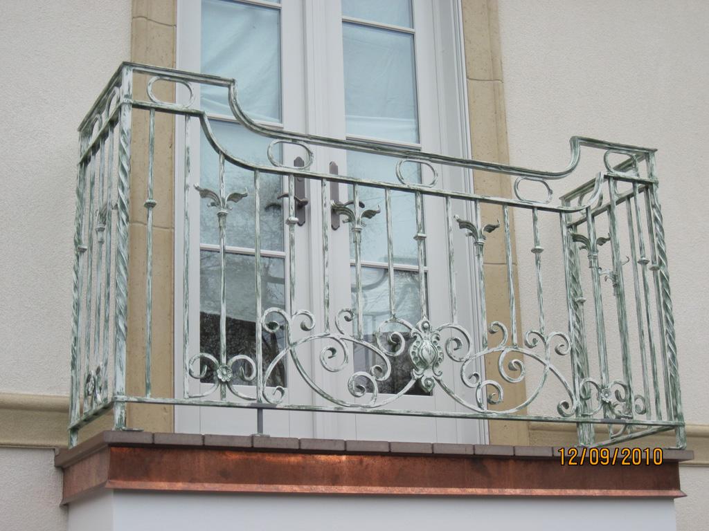 iron-anvil-railing-scrolls-and-patterns-european-circles-keller-balcony-3