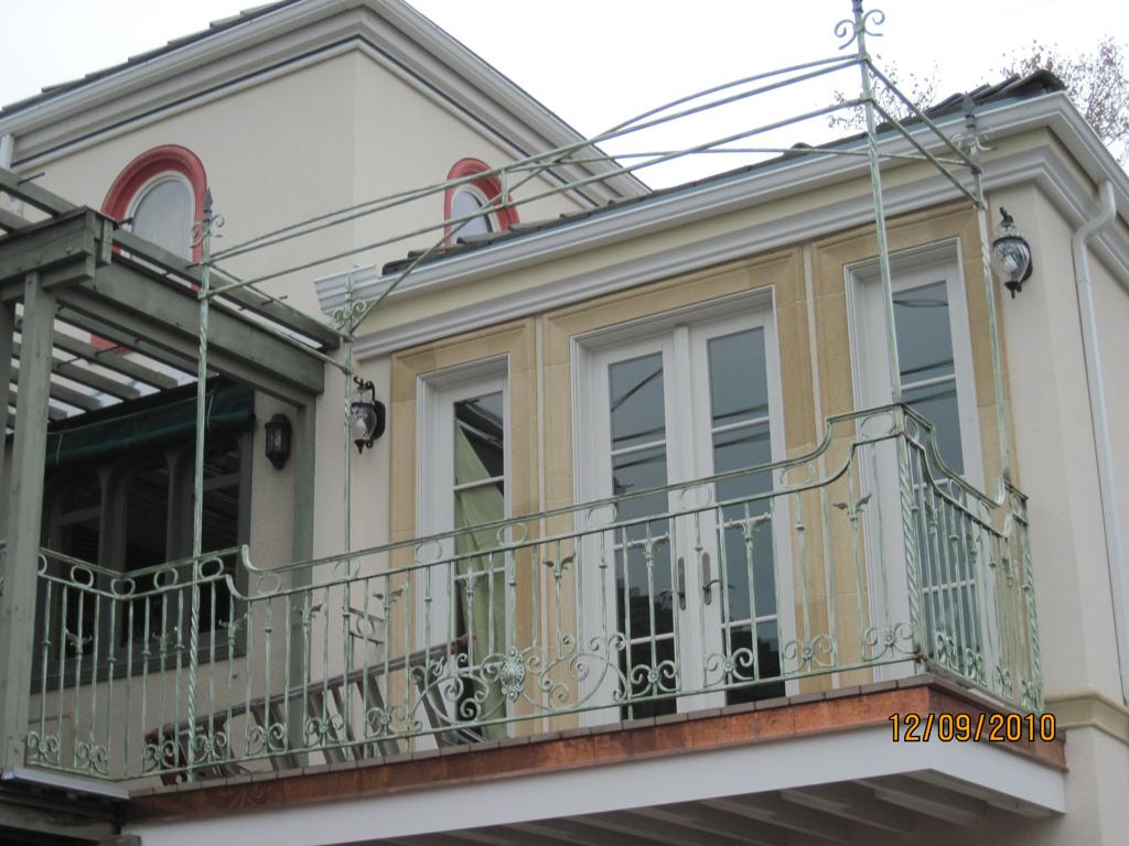 iron-anvil-railing-scrolls-and-patterns-european-circles-keller-balcony-4
