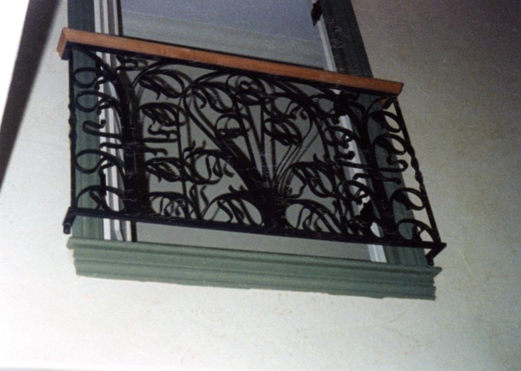 iron-anvil-railing-scrolls-and-patterns-european-robert-mcarthur-model-home-show-12-4511-r54-4