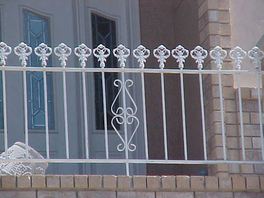 iron-anvil-railing-scrolls-and-patterns-picket-castings-spear-top-rail