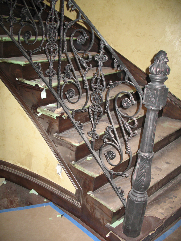 iron-anvil-railing-scrolls-and-patterns-repeating-casting-rail-integrated-13084-4