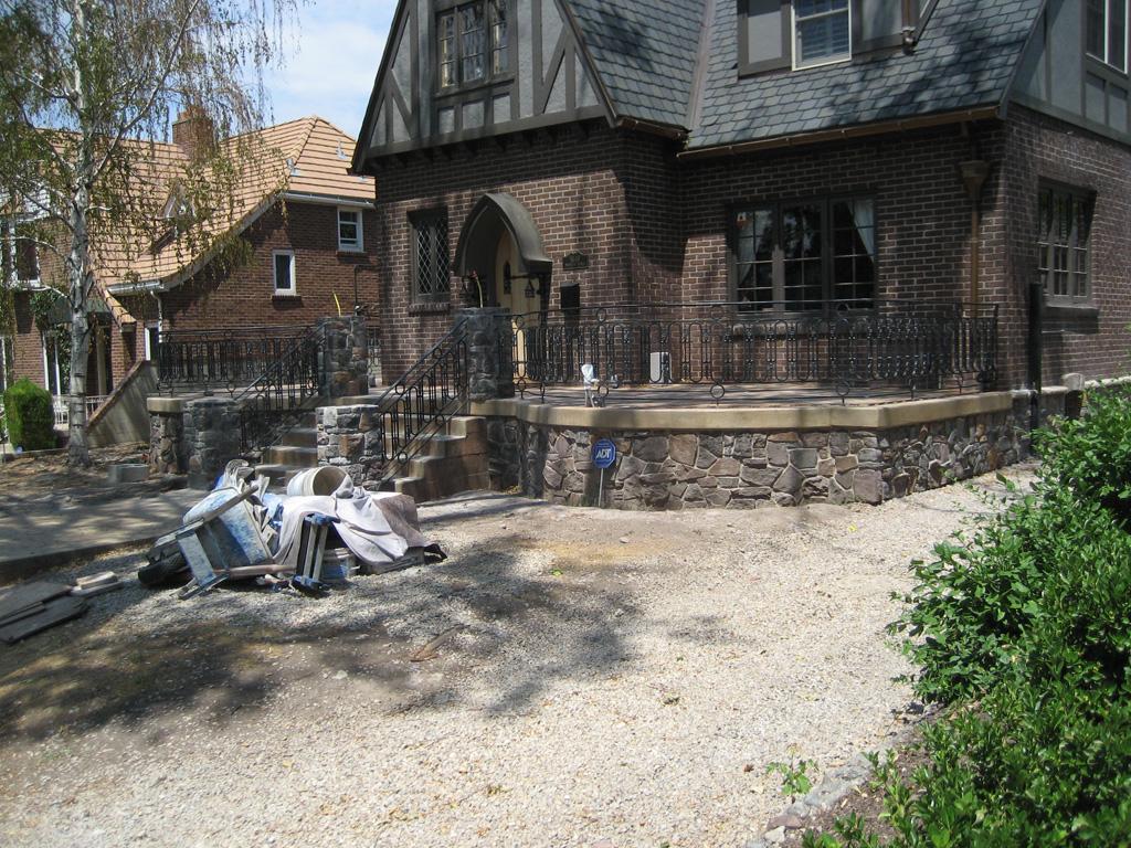iron-anvil-railing-scrolls-and-patterns-repeating-circles-la-brett-job-14197-peter-mousdkondis-2