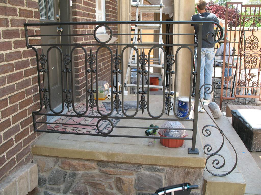iron-anvil-railing-scrolls-and-patterns-repeating-circles-la-brett-job-14197-peter-mousdkondis-5