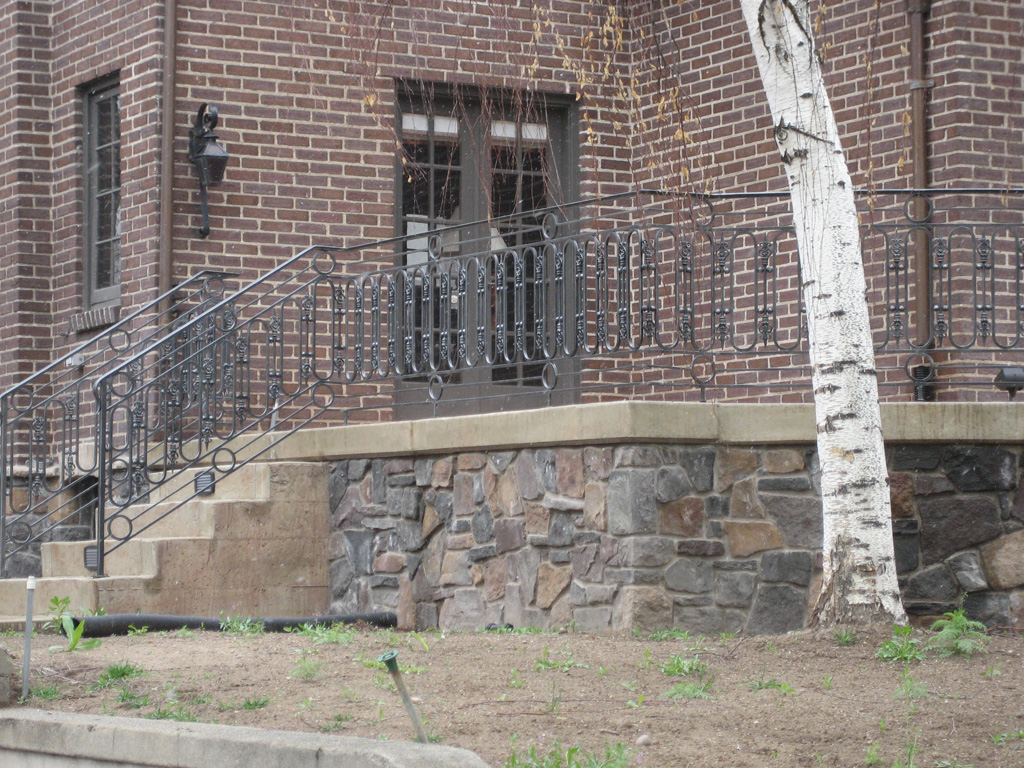 iron-anvil-railing-scrolls-and-patterns-repeating-circles-la-brett-job-14197-peter-mousdkondis-9