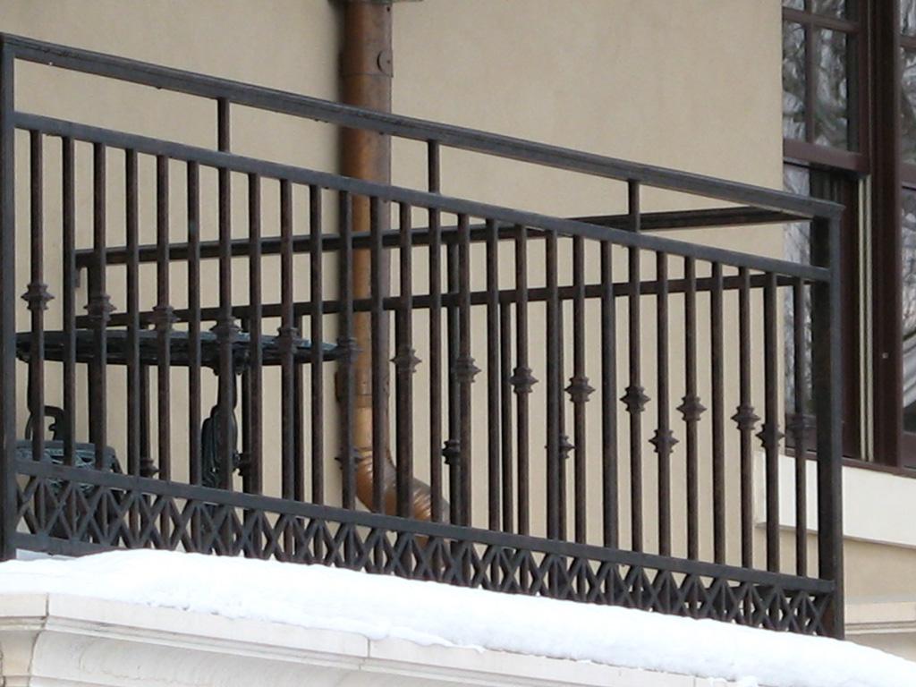 iron-anvil-railing-scrolls-and-patterns-repeating-collars-gustafson-guynn-on-yale-3