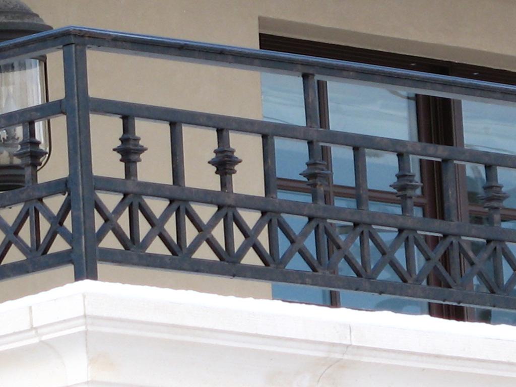 iron-anvil-railing-scrolls-and-patterns-repeating-collars-gustafson-guynn-on-yale-4
