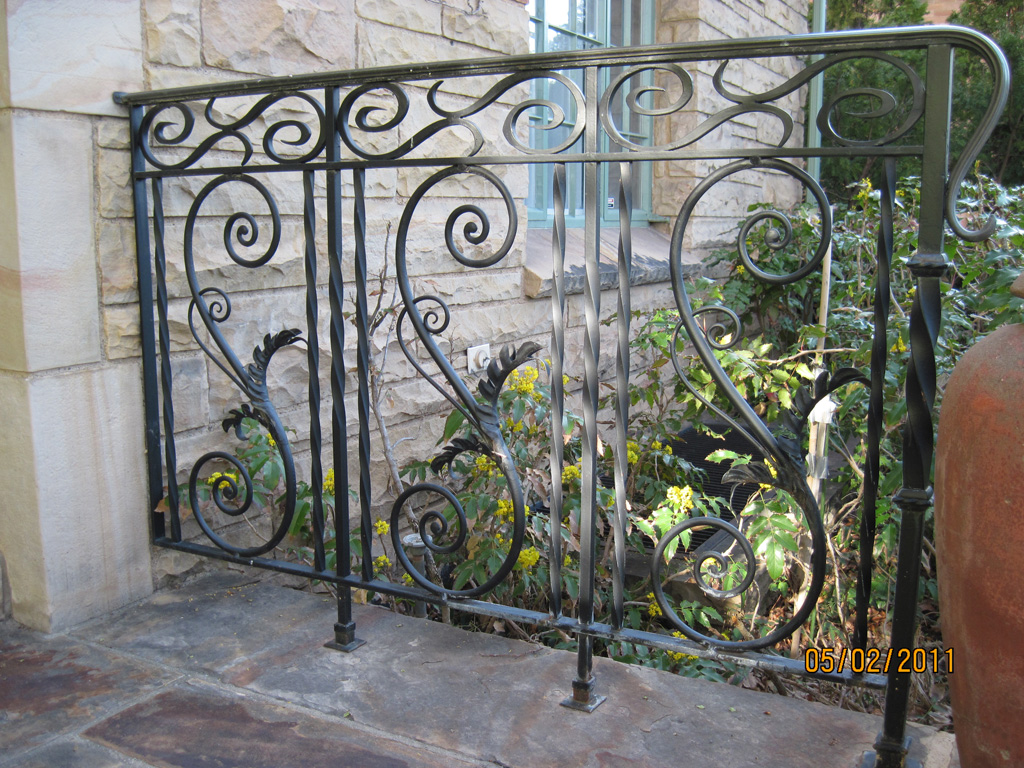 iron-anvil-railing-scrolls-and-patterns-repeating-cowan-15464-2