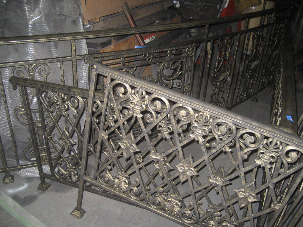iron-anvil-railing-scrolls-and-patterns-repeating-restaurant-sugar-house-2