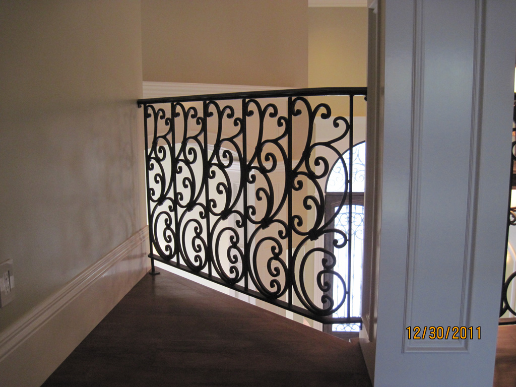 iron-anvil-railing-scrolls-and-patterns-repeating-stonebrook-tate-post-e