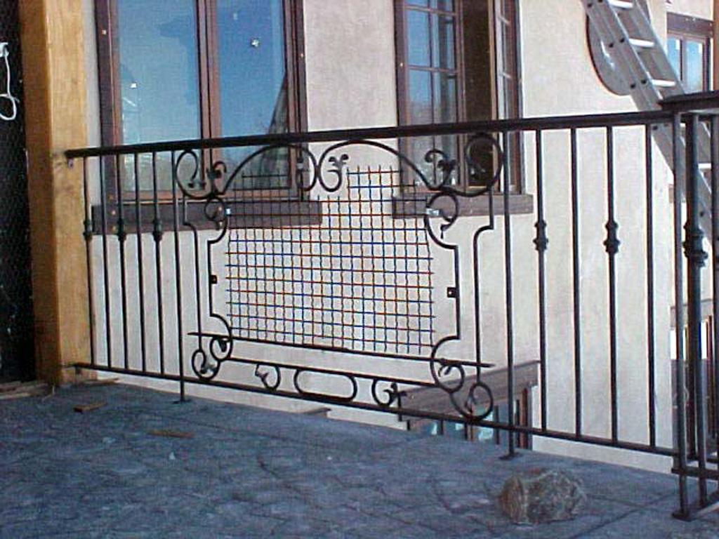 iron-anvil-railing-scrolls-and-patterns-window-castings-yukon-flower-box-3