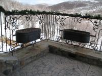 iron-anvil-railing-scrolls-and-patterns-window-castings-yukon-flower-box-2