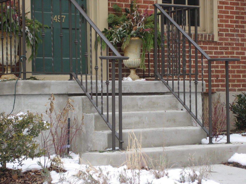 iron-anvil-railing-single-top-collars-lateral-harvard-2