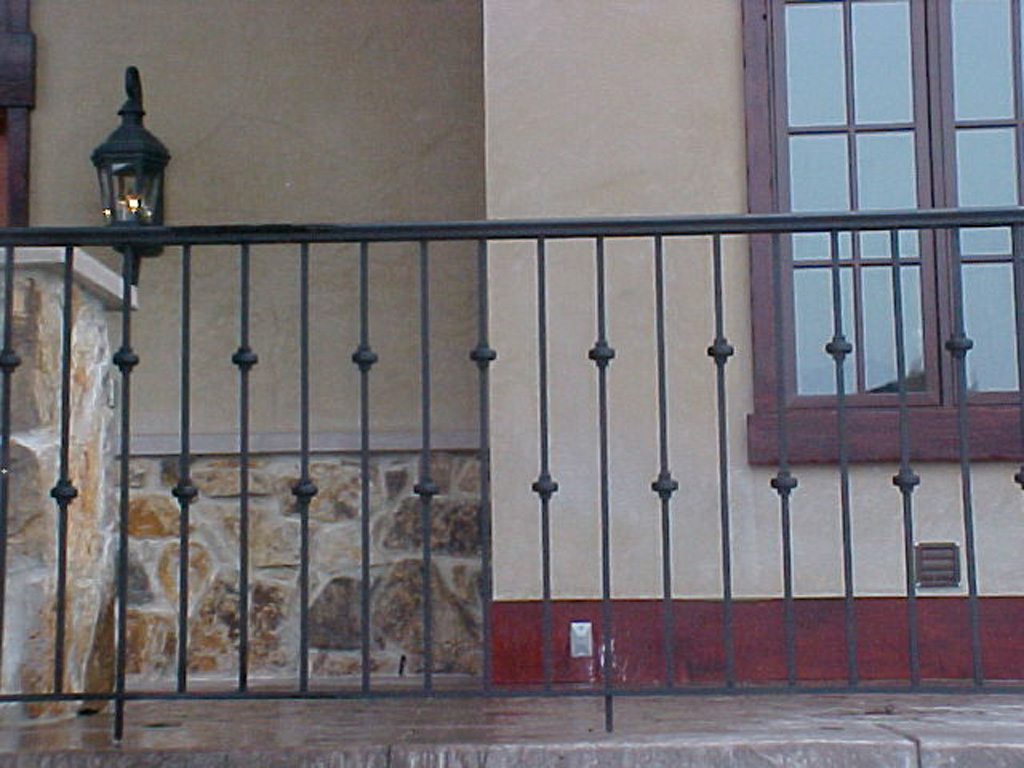 iron-anvil-railing-single-top-collars-norton-exterior-rail-cap-rail-euro-collars-staggered