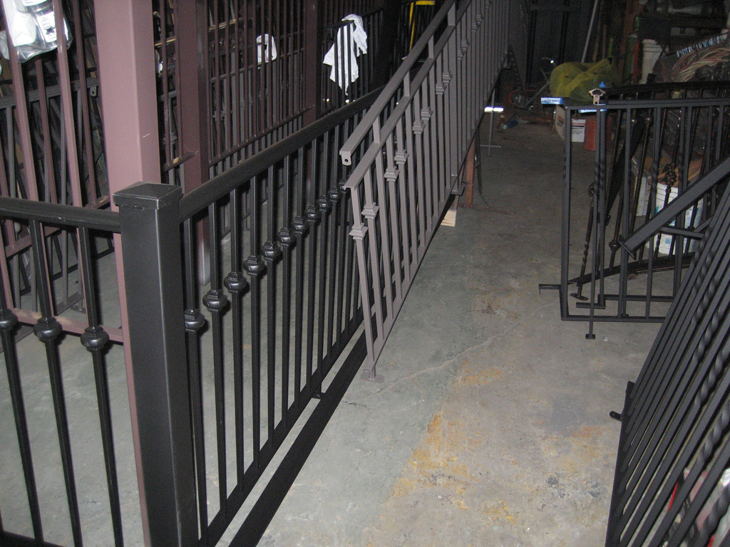 iron-anvil-railing-single-top-collars-rail-fabrication