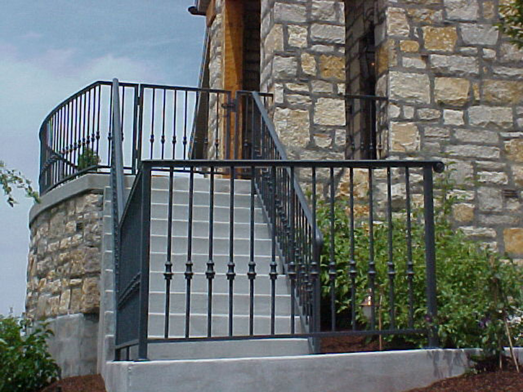 iron-anvil-railing-single-top-collars-round-bar-with-tear-drop-collars-prows-btf-rail